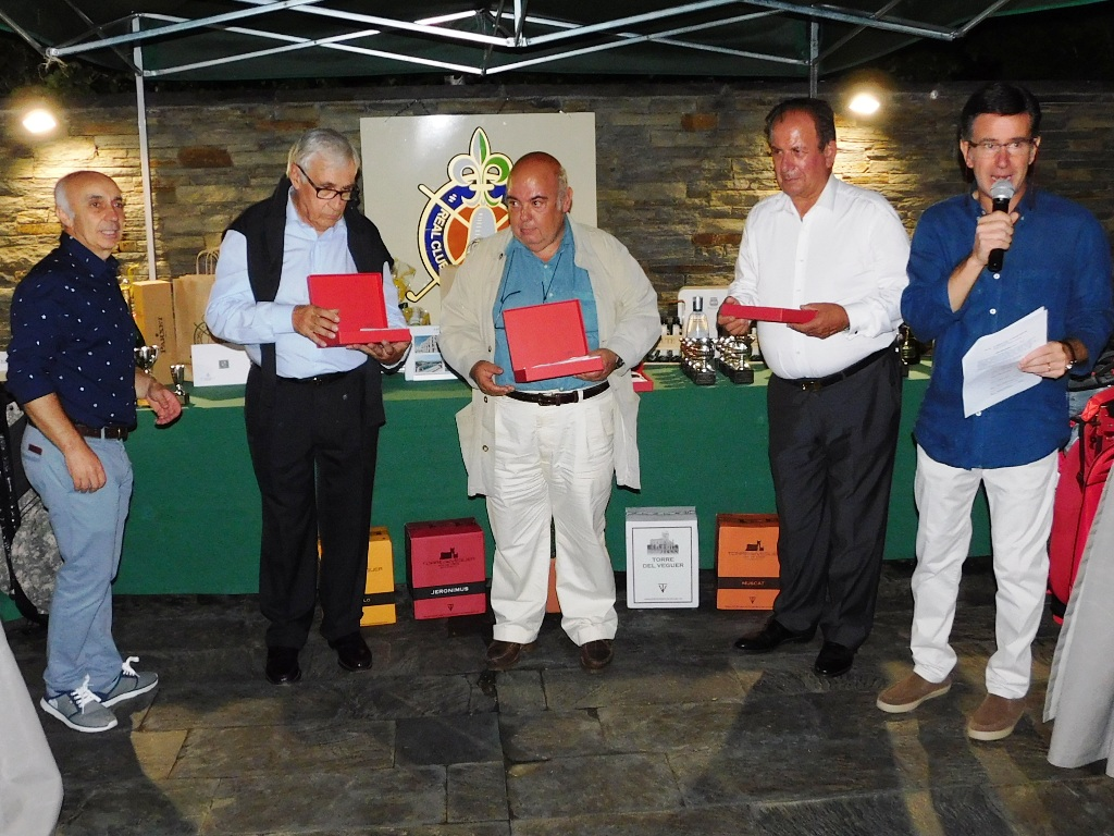 Entrega obsequios real club de golf cerdanya